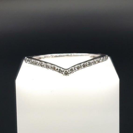 14kt White Gold Chevron Ring w. Diamond Pave 0.19CTW - Size 7 - Stackable