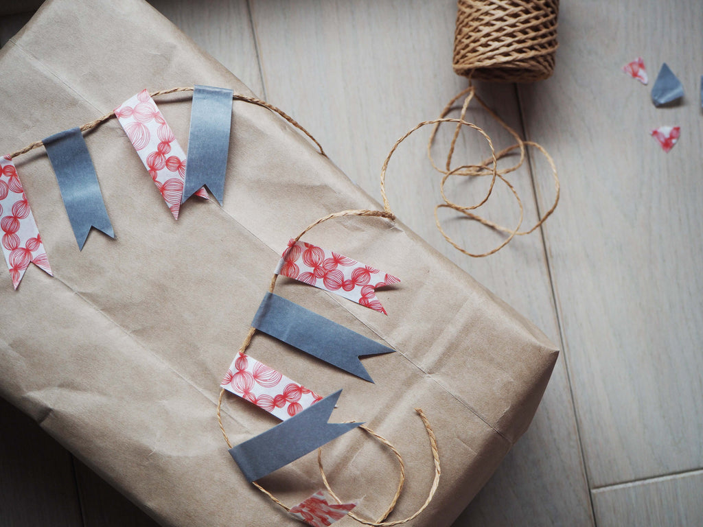 4 ideas for eco-friendly gift wrapping made out of old paper bags, DIY washi tape garland
