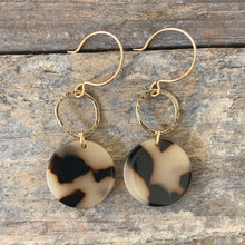 Tortoise Disk Earrings / Light