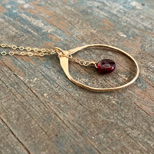 Lia Necklace / Garnet