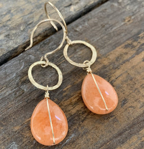 Sarina Earrings / Peach