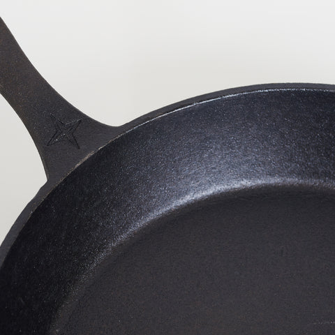 Barebones Medium Cast Iron Skillet