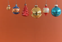 Load image into Gallery viewer, Set 1 - Vintage Set of 12 Assorted Boxed Glass Christmas Tree Baubles / Ornaments
