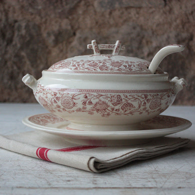 1855 English Antique Porcelain Gravy Boat in Pink and Cream