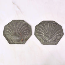 Load image into Gallery viewer, Vintage Scallop Chocolate Mould