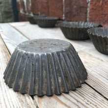 Load image into Gallery viewer, Vintage Metal Cupcake Moulds / Tins