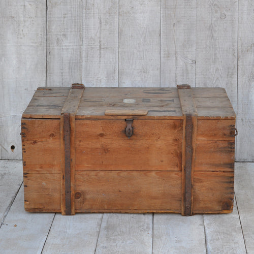 Vintage Crate Shipping Trunk / Coffee Table