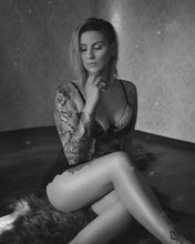 Laden Sie das Bild in den Galerie-Viewer, Boudoir-/Homeshooting