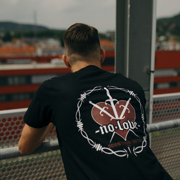 """No Love Tee"" in Schwarz"