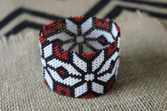 Art# K139 3+ inch Original Kayapo Traditional Peyote stitch Beaded Bracelet from Brazil.
