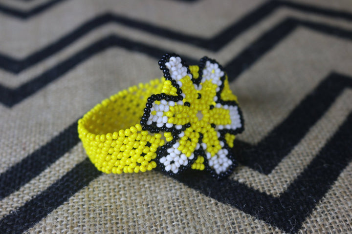 Art# K58  3.5 inch Original Kayapo Traditional Peyote stitch Beaded Bracelet from Brazil.