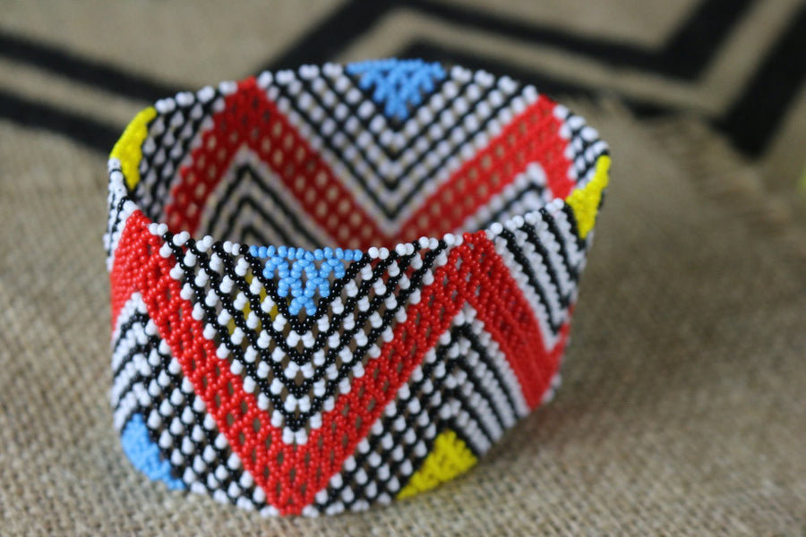 Art# K89  4+ inch  Original Kayapo Traditional Peyote stitch Beaded Bracelet from Brazil.