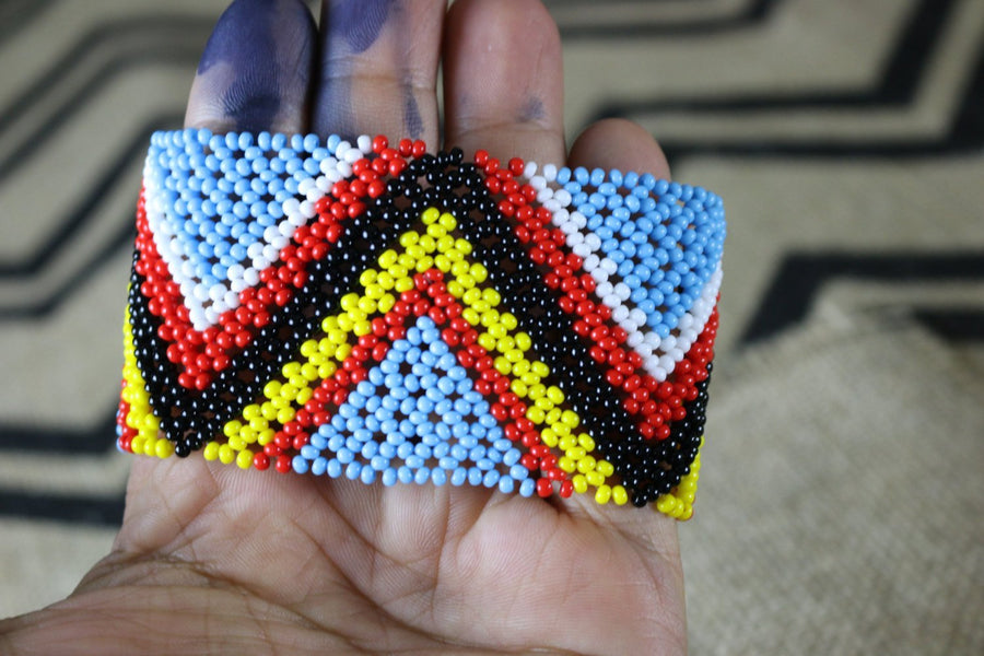 Art# K158 3.5+ inch Original Kayapo Traditional Peyote stitch Beaded Bracelet from Brazil.