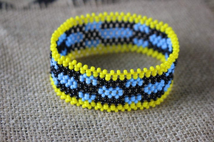 Art# K200  4 inch. Original Kayapo Traditional Peyote stitch Beaded Bracelet from Brazil.