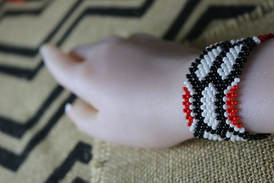 Art# K266  3.5+ inch. Original Kayapo Traditional Peyote stitch Beaded Bracelet from Brazil.