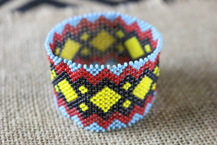 Art# K369  3+  inch. Original Kayapo Traditional Peyote stitch Beaded Bracelet from Brazil