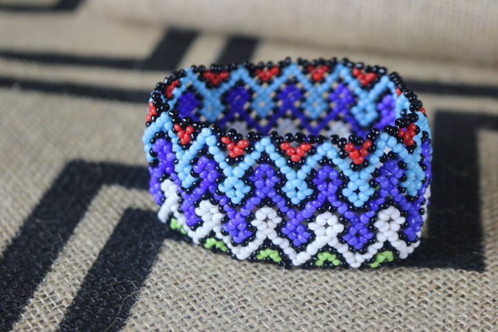Art# K25  3.5 inch Original Kayapo Traditional Peyote stitch Beaded Bracelet from Brazil.