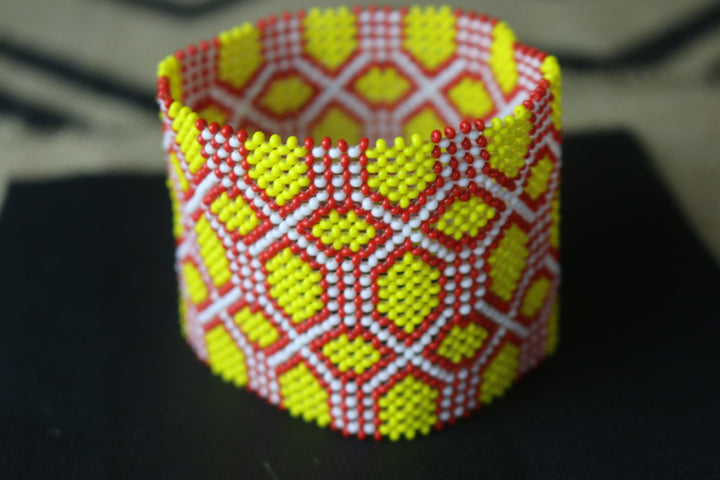 Art# K39 3.5 inch Original Kayapo Traditional Peyote stitch Beaded Bracelet from Brazil.