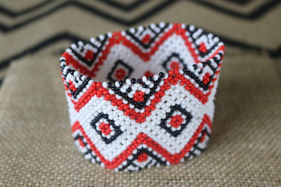 Art# K64  4 inch Original Kayapo Traditional Peyote stitch Beaded Bracelet from Brazil.