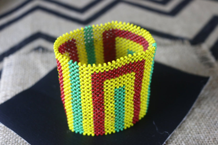 Art# K67  3.5+ inch Original Kayapo Traditional Peyote stitch Beaded Bracelet from Brazil.
