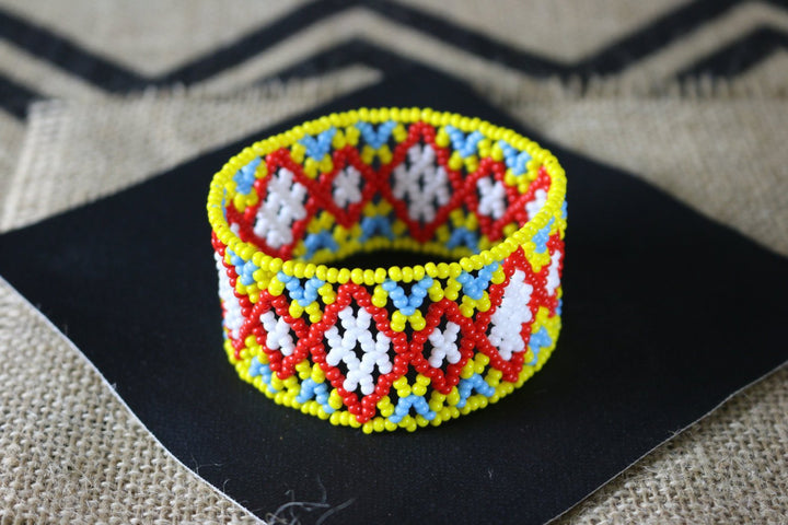 Art# K100  3.5+ inch Original Kayapo Traditional Peyote stitch Beaded Bracelet from Brazil.