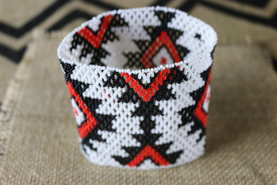 Art# K116  4+ inch Original Kayapo Traditional Peyote stitch Beaded Bracelet from Brazil.
