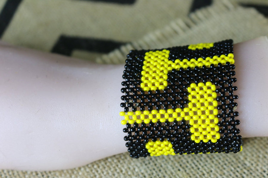 Art# K147 4 inch. Original Kayapo Traditional Peyote stitch Beaded Bracelet from Brazil.