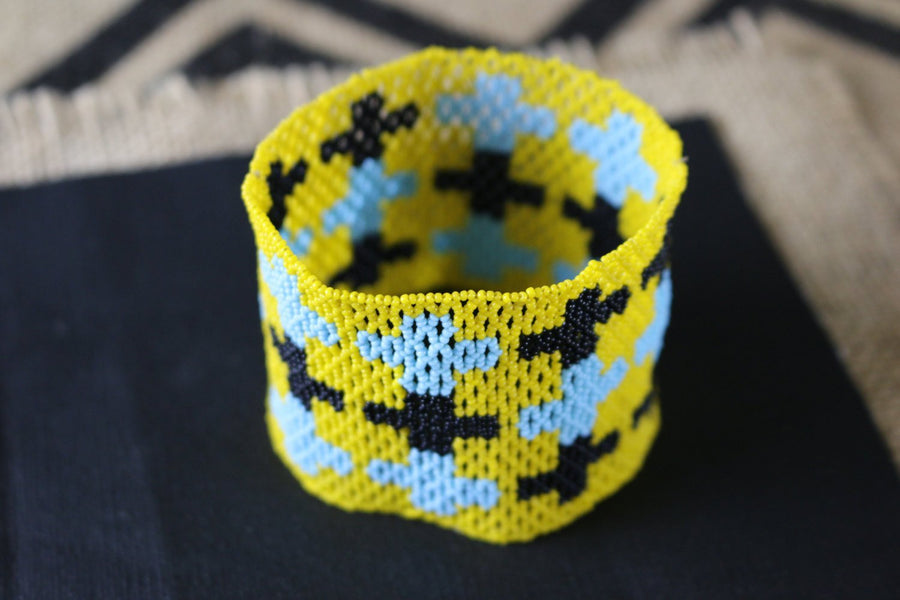 Art# K162  3+ inch Original Kayapo Traditional Peyote stitch Beaded Bracelet from Brazil.