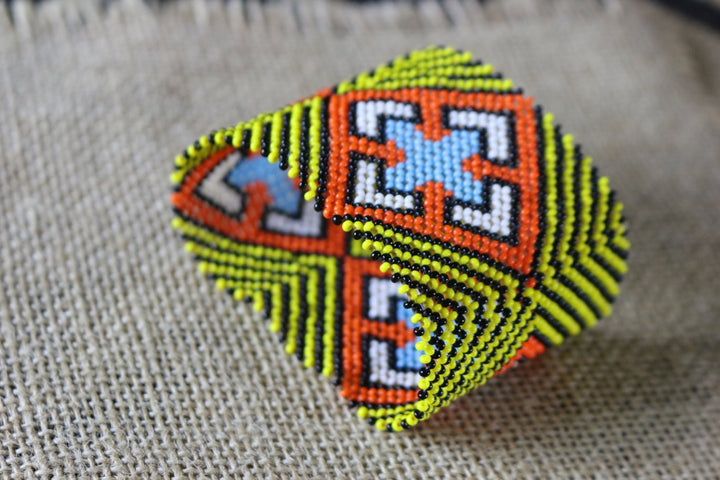Art# K171 3.5 inch Original Kayapo Traditional Peyote stitch Beaded Bracelet from Brazil.