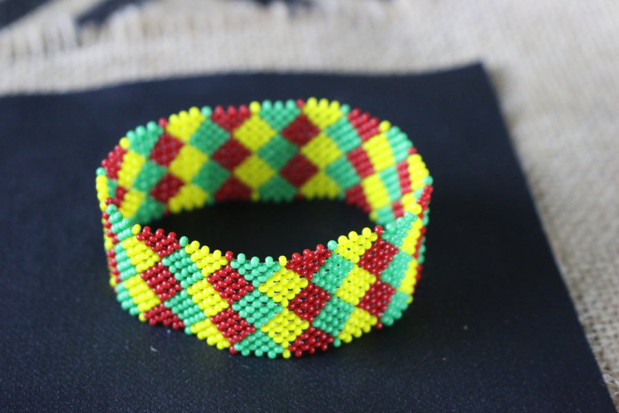 Art# K192  3+inch. Original Kayapo Traditional Peyote stitch Beaded Bracelet from Brazil.