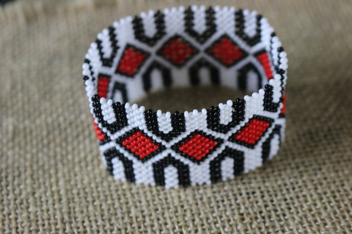 Art# K261  3+ inch. Original Kayapo Traditional Peyote stitch Beaded Bracelet from Brazil.