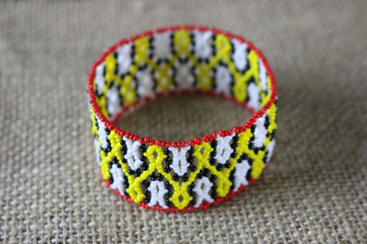 Art# K281  3+ inch. Original Kayapo Traditional Peyote stitch Beaded Bracelet from Brazil.
