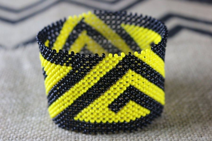 Art# K310  4+ inch. Original Kayapo Traditional Peyote stitch Beaded Bracelet from Brazil.