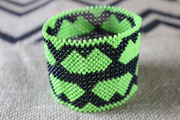 Art# K325  4  inch. Original Kayapo Traditional Peyote stitch Beaded Bracelet from Brazil