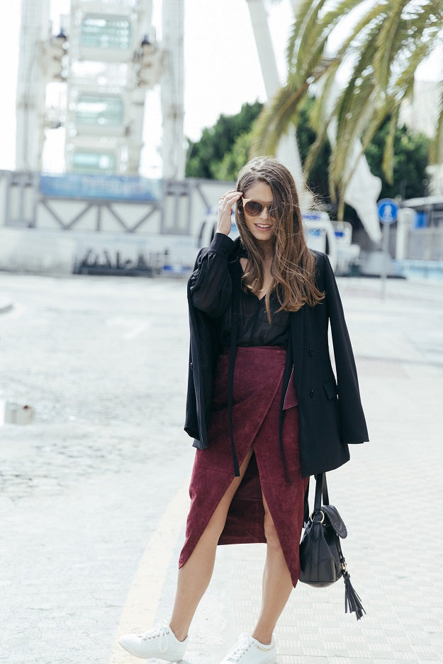 Style Guide: How to Be Fashionable in Burgundy | Mel Boteri Style Guide | Seams for a Desire