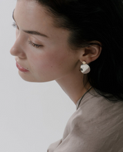 Load image into Gallery viewer, elise drop earrings