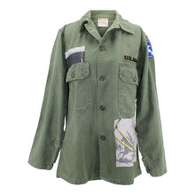 "Load image into Gallery viewer, Vintage Army Jacket Reclaimed With Silk ""A Cor et a Cri"" Scarf"