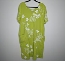 Load image into Gallery viewer, $70 M.Mac Treasure of the Tropics Green Floral Print Dress 2X