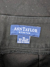 Load image into Gallery viewer, Ann Taylor Black Skirt sz 10
