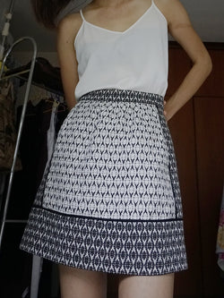 Black and White Textured Patterned A-line High-Rise Skirt with Pockets