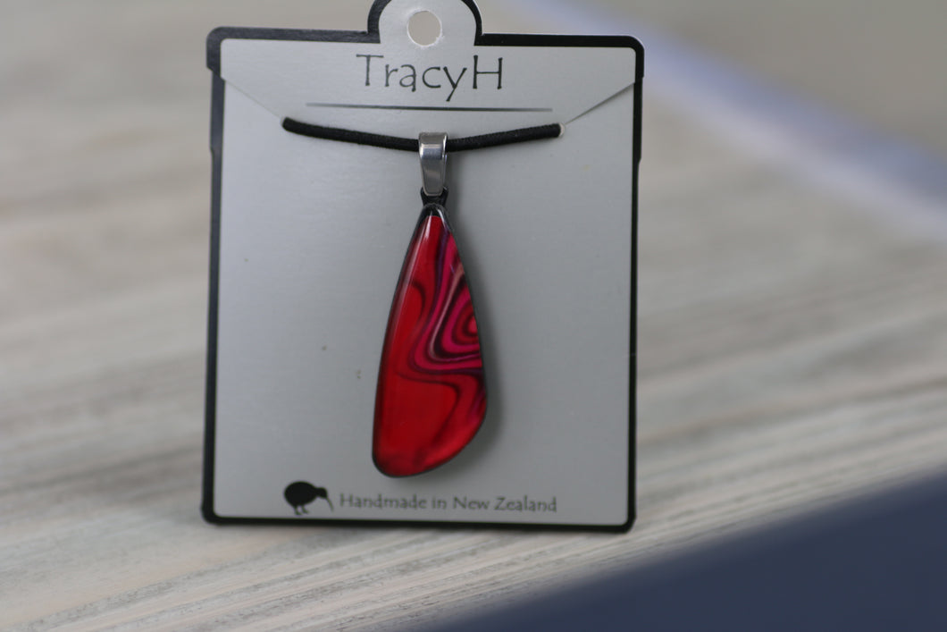 TracyH Pendant Tua Tua Reflection Red