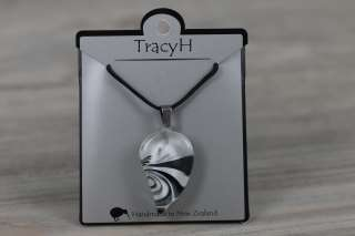 TracyH Pendant Small Leaf Bow Black White