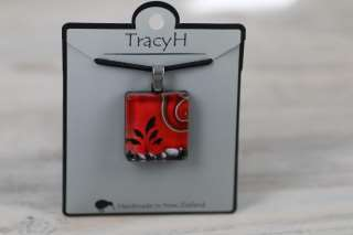 TracyH  Pendant Square-Kiwi ToiToi Black Red