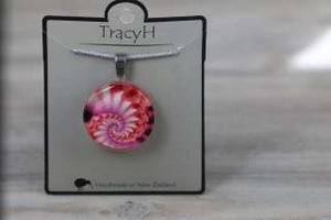 TracyH Pendant Clear Round Shell Pink