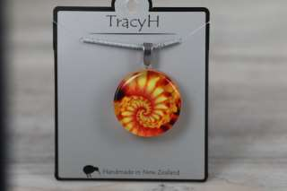 TracyH Pendant Clear Round Shell Orange
