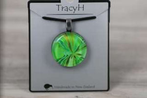 TracyH Pendant Round Bow Green