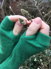 Green cashmere recycled fingerless gloves