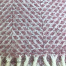 Load image into Gallery viewer, Dusty Pink Beehive Pure New Wool Throw detail