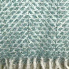 Load image into Gallery viewer, Ocean Pure New Wool Throw detail