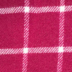 Hot PInk Pure New Wool Throw detail